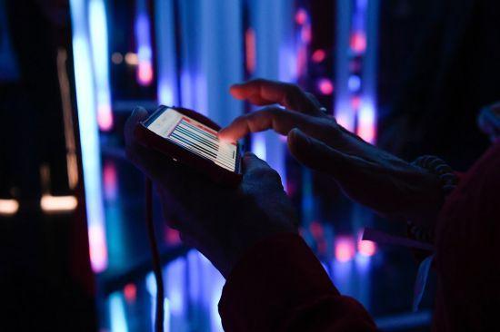Einzigartiges Spiegel-Lichtinstrument: Maze