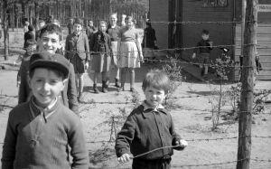 Kinder im KZ Bergen-Belsen