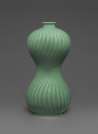 Celadon in focus. Jade-like porcelains and their masters in Longquan, PR of China 莹润之色——中国龙泉青瓷及大师艺术展