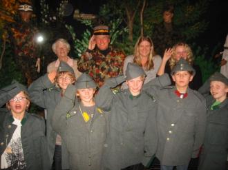 Kinder im Militaermuseum