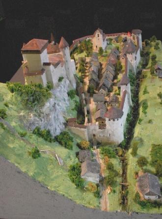Modell von Burg und Städtchen Wimmis um 1330.