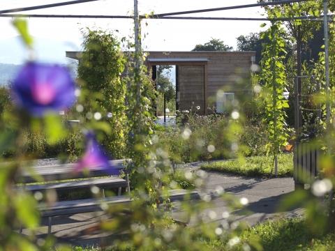 Die Gärten laden zum Entdecken und Genissen ein