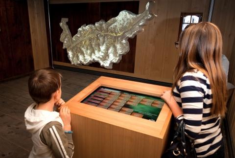 Maquette bisses du Valais avec borne interactive