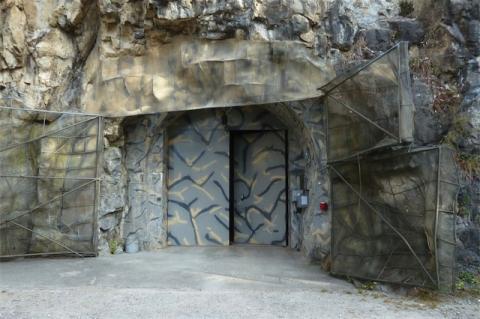 Getarnter Eingang zur Festung Waldbrand/Beatenberg
