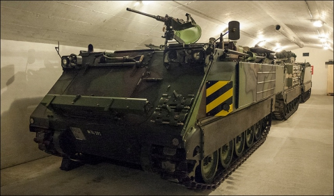 Die Ausstellung umfasst auch Militärfahrzeuge.