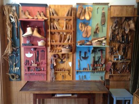 Schuhmacher Werkzeug verschiedener Epochen