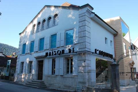 La Maison de l'Absinthe se situe dans un ancien tribunal
