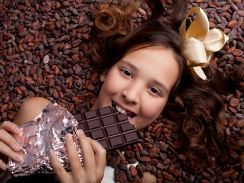 Schoggi-Giessen bei Frey. Gestalten Sie Ihr eigene Schokolade.