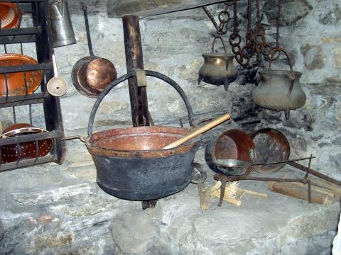 Küche und Einrichtung zum Käsen auf engstem Raum