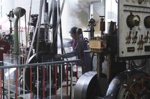 Kraftwerk, Transmission und Bohrmaschine im Einsatz