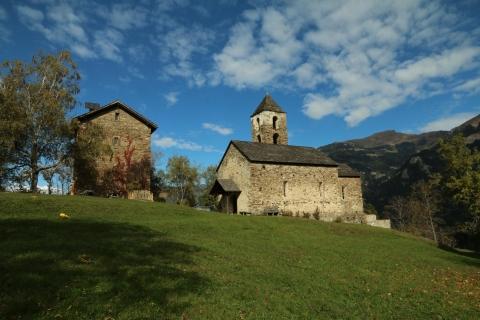 Campanile parrocchiale e la chiesa di San Giovanni.
