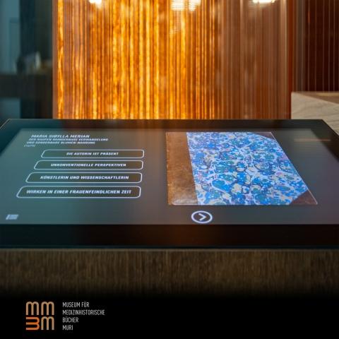 15 Touchscreens vermitteln die spannenden Inhalte der Bücher