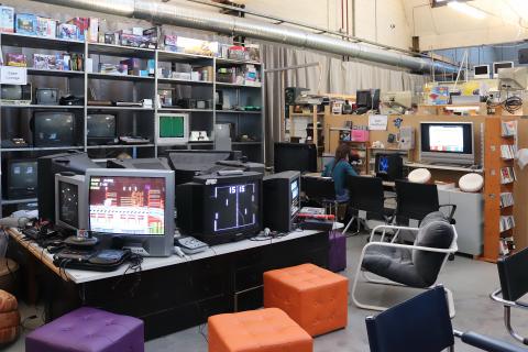 Retro Game Lounge