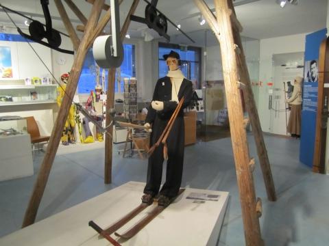 1934 weltweit erster Bügelskilift auf dem Bolgen eröffnet.