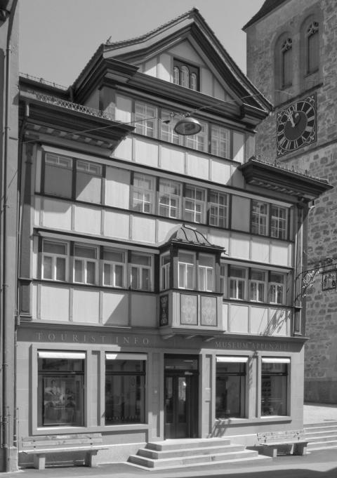Historisches Museum zwischen Rathaus und Kirche