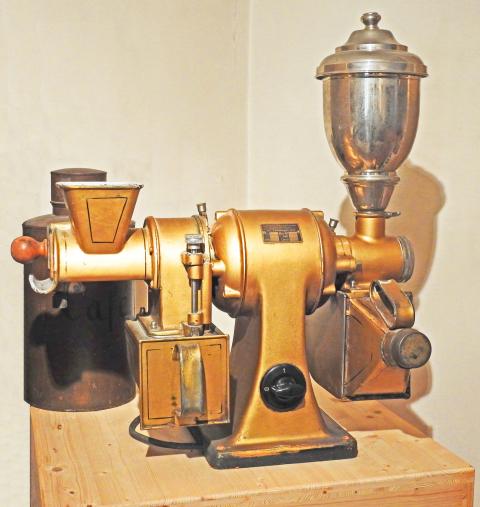 Interessantes Einzelobjekt: frühe elektrische Kaffeemühle