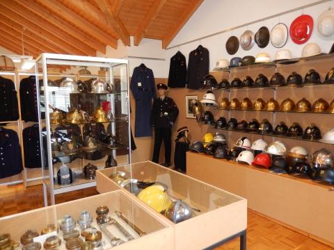 Helme, Uniformen und viele weitere Objekte