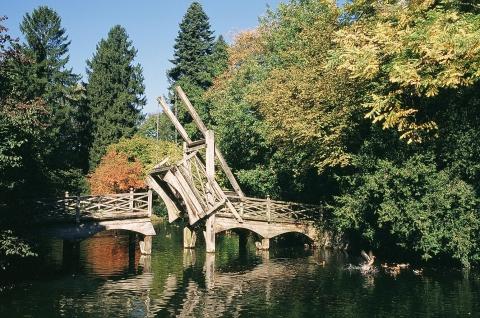 Zugbrücke im Schlosspark