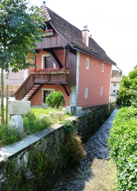 Idyllische Lage am Dorfbach: Museum Attiswil.