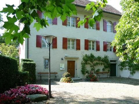 Burg Maur mit Herrliberger-Sammlung