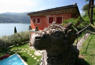 Immagine casa indiana con statua