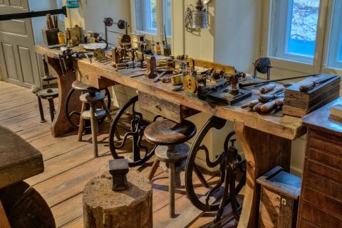 Atelier du pendulier Albert Bernet