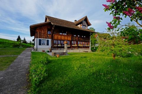 Ortsmuseum Dürstelerhaus im Frühling 2015  Foto: Erwin Jenni