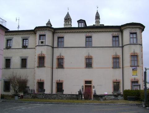 Palazzo de Bassus Mengotti.