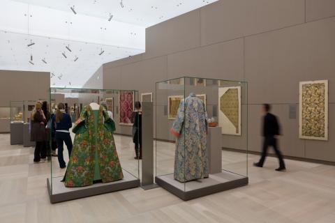 Zwei Kostüme des 18. Jahrhunderts in der Dauerausstellung