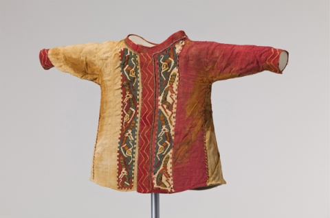 Wollenes Kinderhemd, Östl. Zentralasien, 4.–2. Jh. v. Chr.