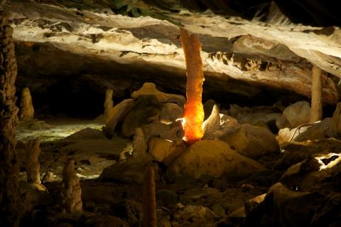 Tropfstein in den St. Beatus-Höhlen