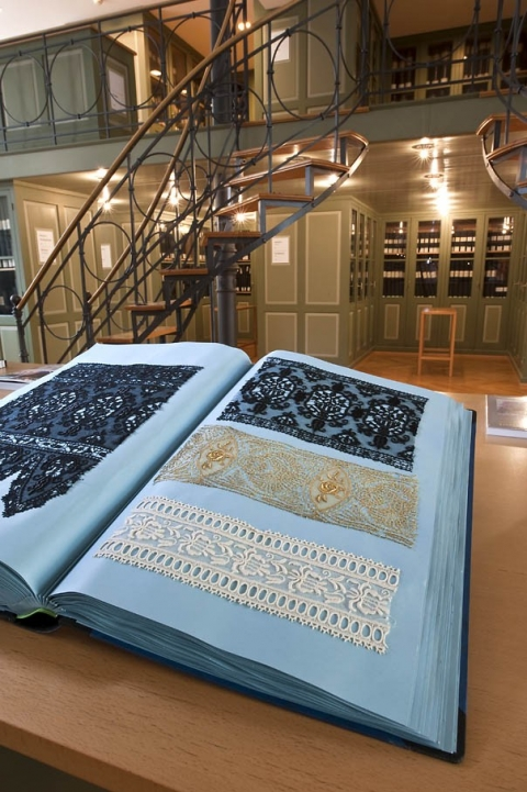 Textilbibliothek. Foto: Daniel Schvarcz