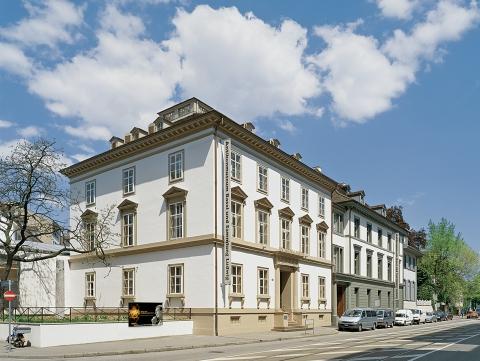 Das Antikenmuseum liegt zentral in der Basler Innenstadt