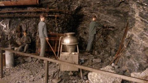Darstellung von Mineuren am Abbauhammer