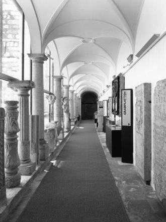Blicks ins Lapidarium des Steinmuseums
