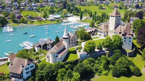 Schloss und Schlosskirche Spiez (Foto: Cyrill Zumbrunn)