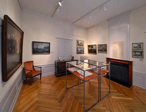 Salle dédiée au peintre F.A.L. Dumoulin (1753-1834).