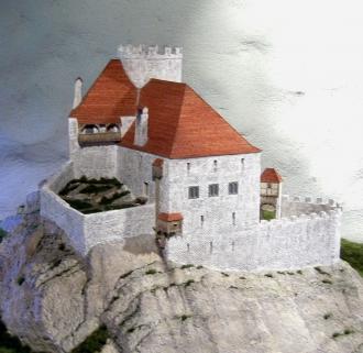 Dauerausstellung mit dem Modell der Ruine Unspunnen.