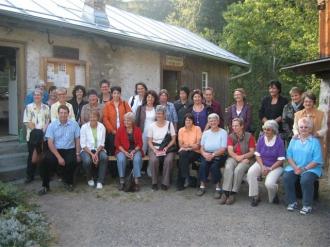 Besuchergruppe vor der historischen Werkstatt