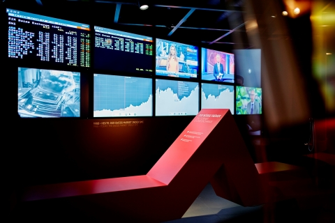 Börsenwand im Schweizer Finanzmuseum