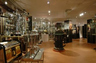 Kaffeemuseum Caferama mit antiken Kaffeemaschinen und Röster