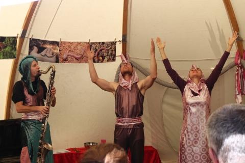 Spectacle Lombric Circus, théâtre, magie et musique