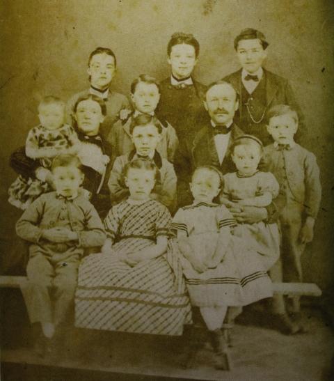 Familie Johann und Anna Suter - Bolliger, 1890
