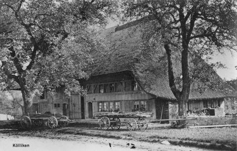 Eines der drei noch bestehenden Stohdachhäuser in Kölliken