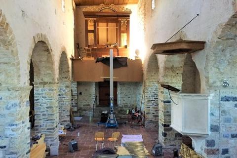 Aufbau der restaurierten Orgel in der Schlosskirche Spiez